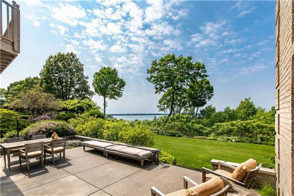 Majestic views and cool Bay breezes luxury homes