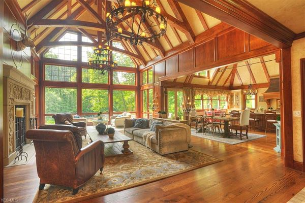 sophisticated and luxurious private retreat luxury homes