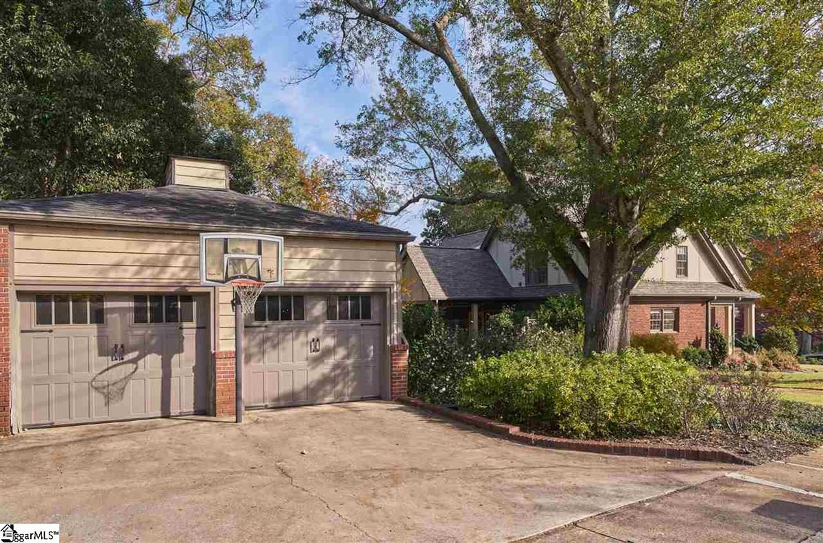 Mansions in cottage style bungalow in greenville