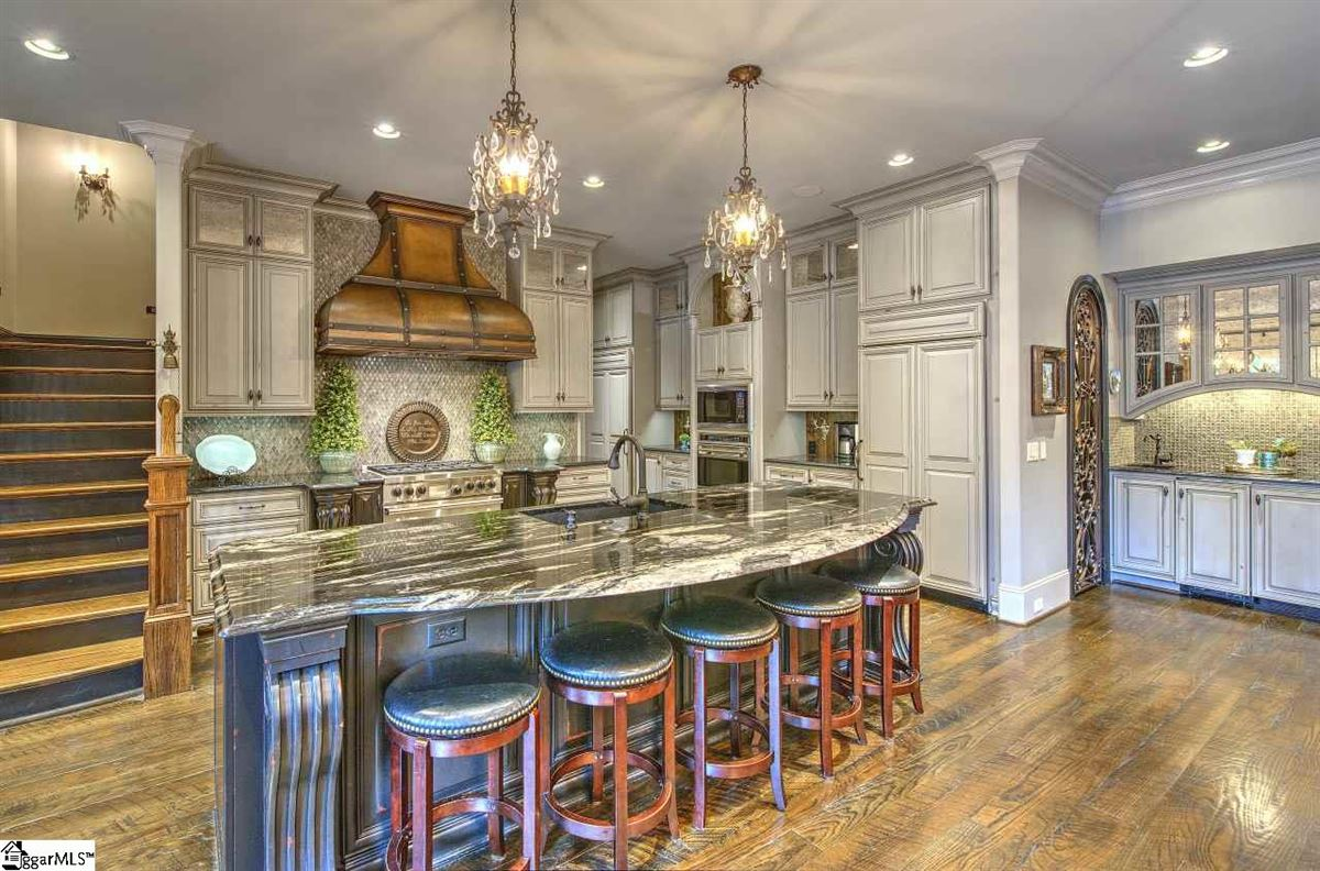 custom estate in coveted Southampton mansions