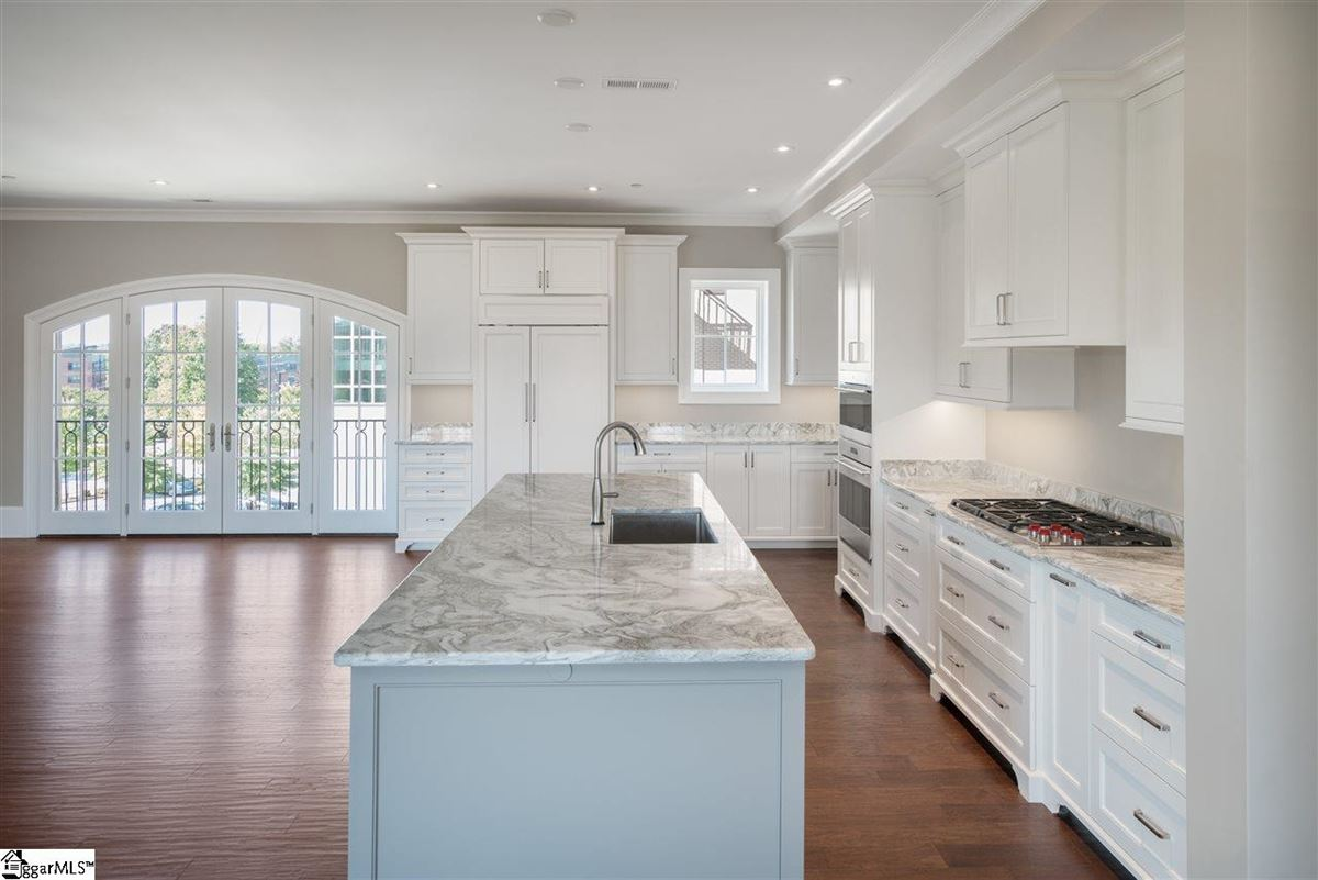 Luxury homes in Gorgeous downtown luxury condo
