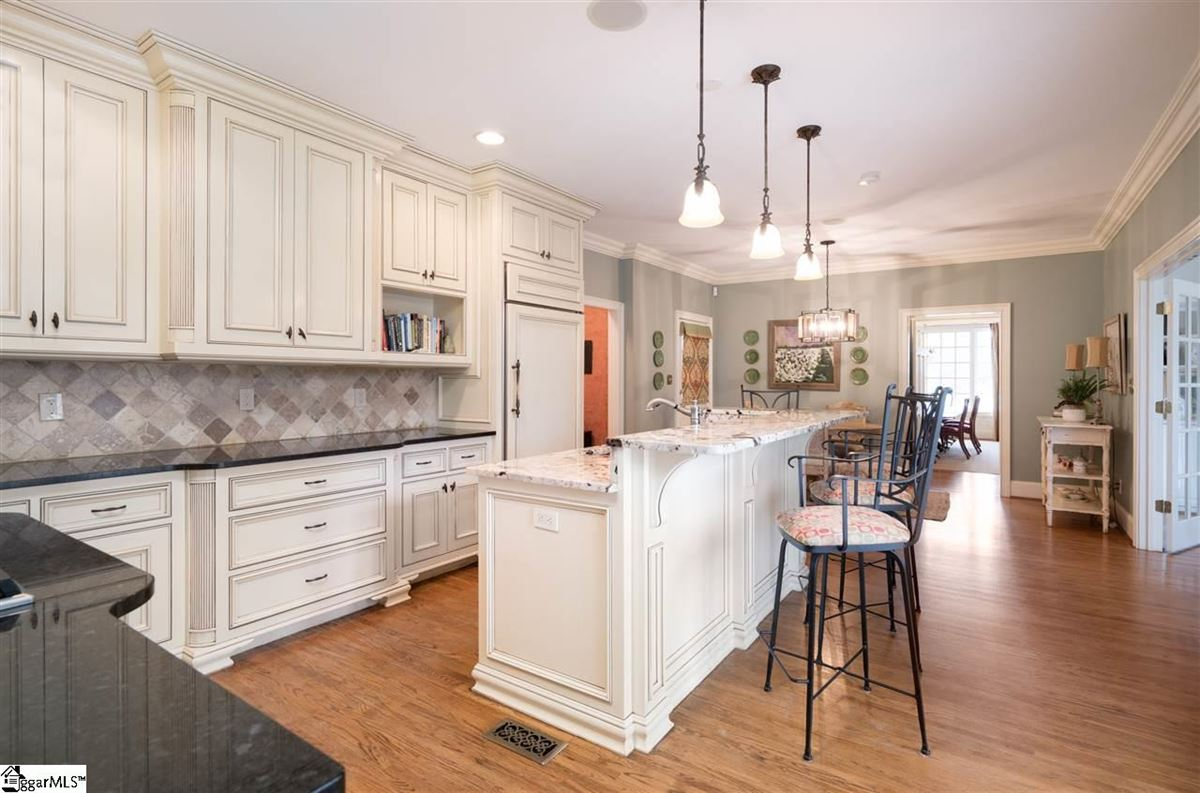 Luxury homes in 226 Riverside Drive