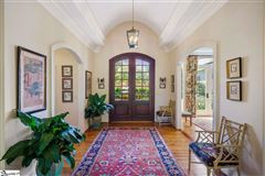 Mansions well-maintained five bedroom home