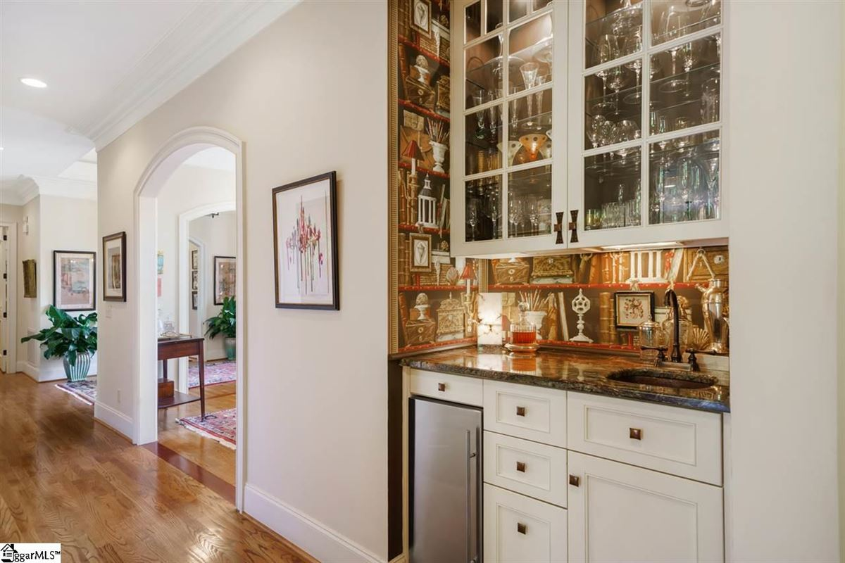 well-maintained five bedroom home mansions
