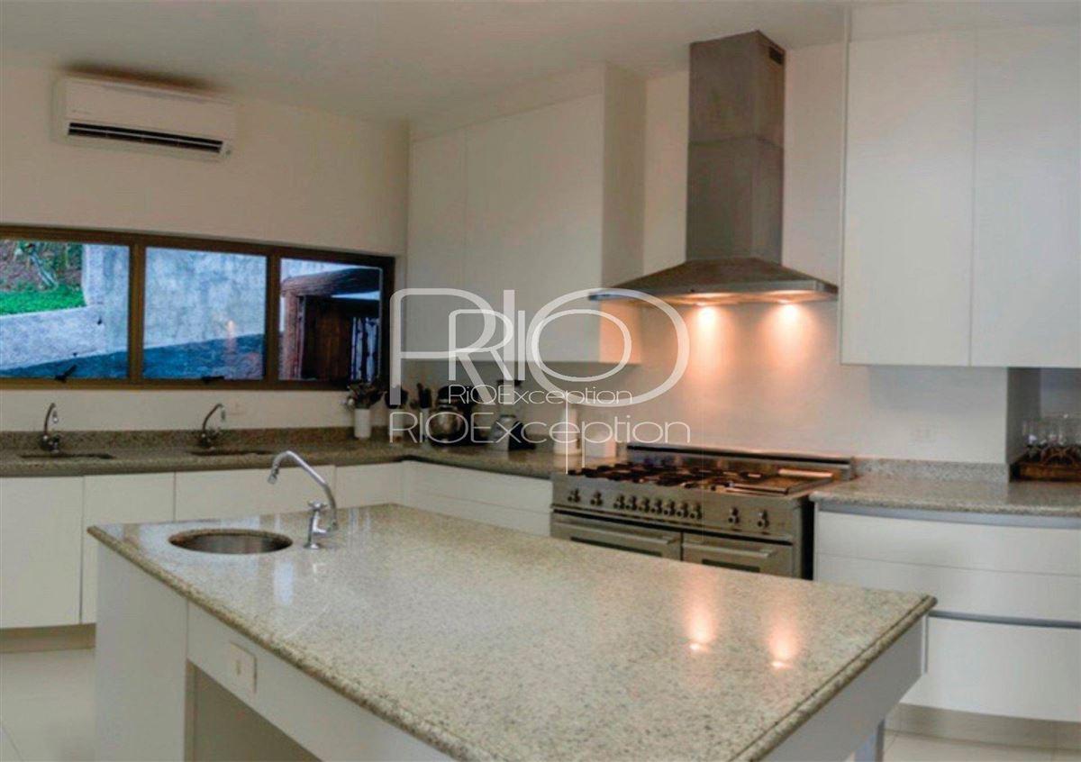 PRIVATE ISLAND UBATUBA BAY luxury properties