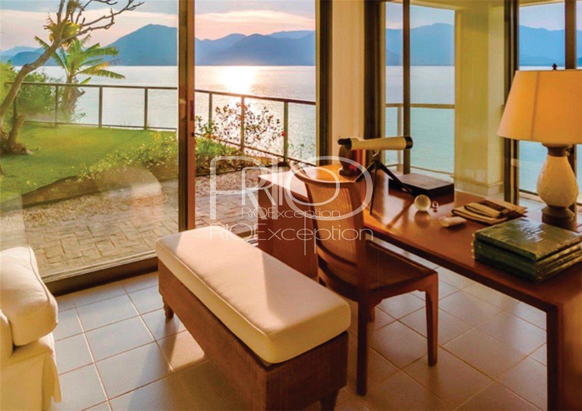 Luxury homes in  PRIVATE ISLAND UBATUBA BAY