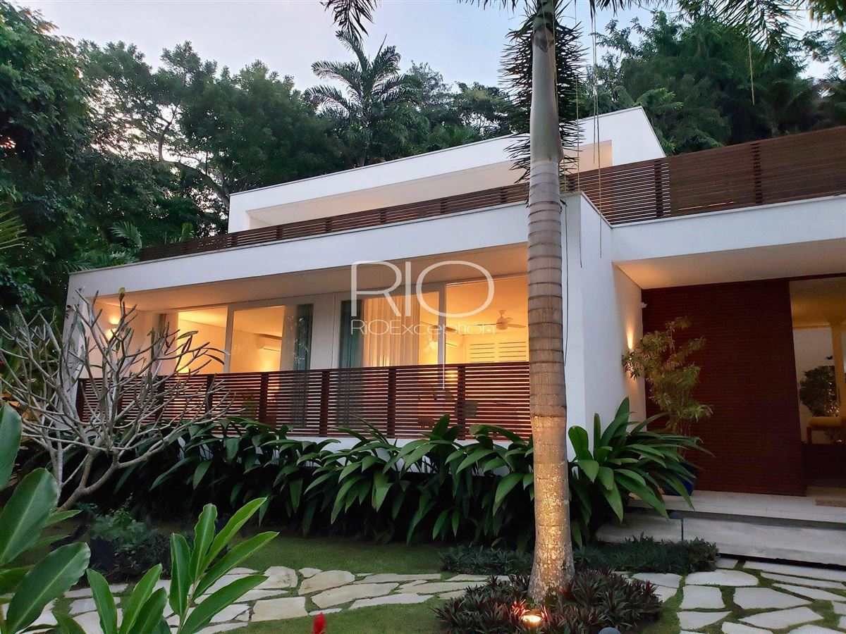 Mansions incredible architect-designed house on wooded property