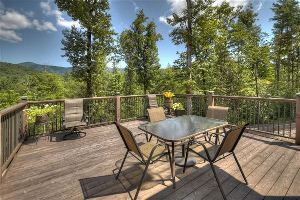 GRAND HOME BOAsts Mountaintown Creek frontage with long-range mountain views luxury real estate