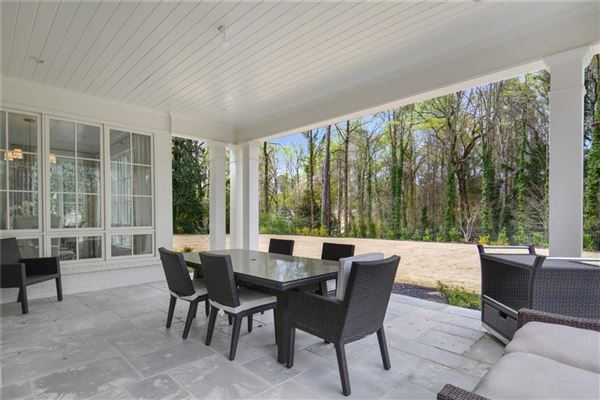 Mansions in Exquisite newer construction in kingswood