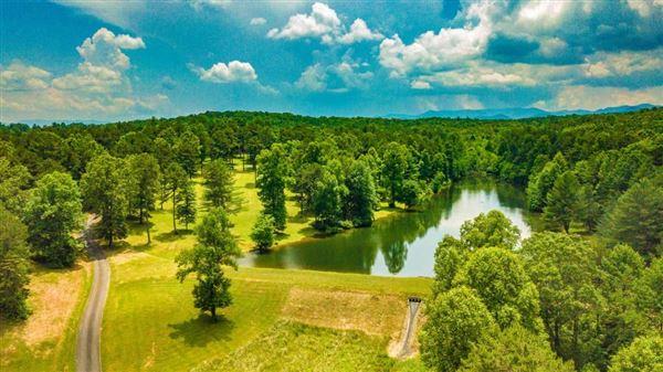 Luxury properties 200-acre mountain estate
