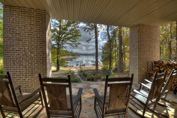 Mansions in refined living on Lake Blue Ridge