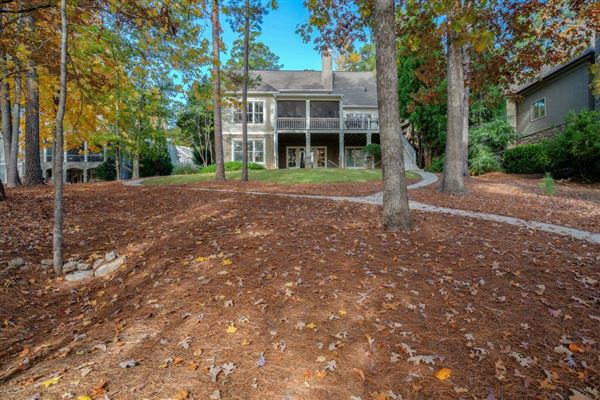 beautiful home in Reynolds Plantation luxury homes
