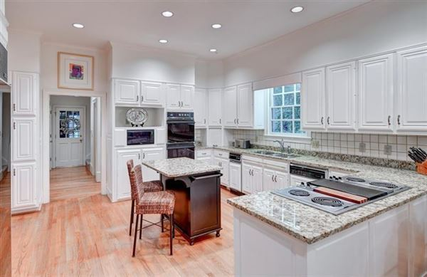 sought after Chatsworth Neighborhood mansions