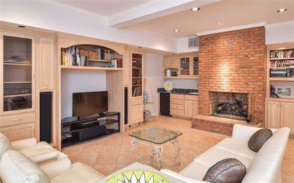 sought after Chatsworth Neighborhood luxury properties