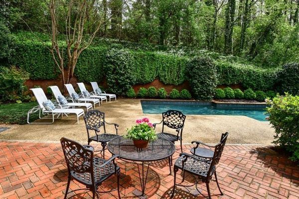 Luxury homes in sought after Chatsworth Neighborhood