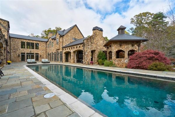 Luxury homes grand Sandy Springs gated estate