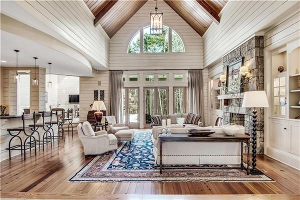 Luxury real estate exquisite estate in highly desirable location
