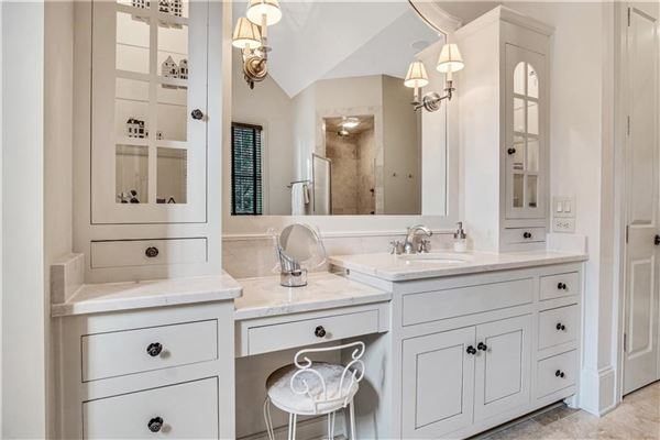 exquisite estate in highly desirable location luxury homes