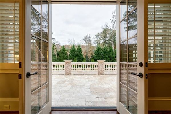 Luxury real estate Built in 2007, this grand home on 1.14+/- acres