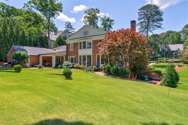Mansions opportunity in Historic Brookhaven