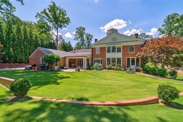 Luxury homes in opportunity in Historic Brookhaven