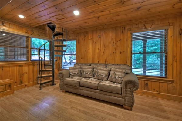 grand MountainEstatewith private acres and creek frontage mansions