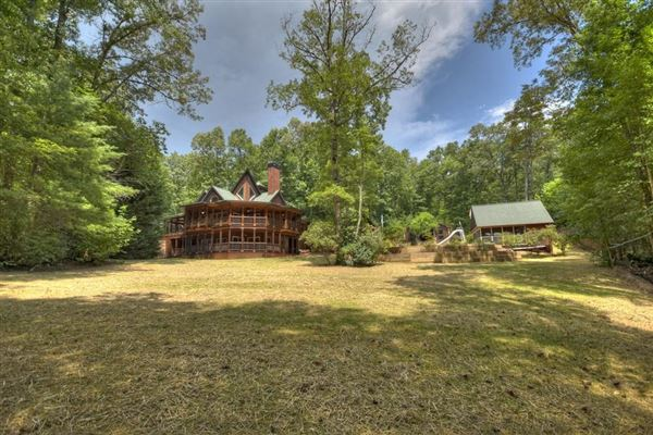 Mansions grand MountainEstatewith private acres and creek frontage