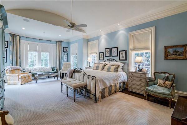 Luxury real estate Beautifully renovated Tuxedo Park home