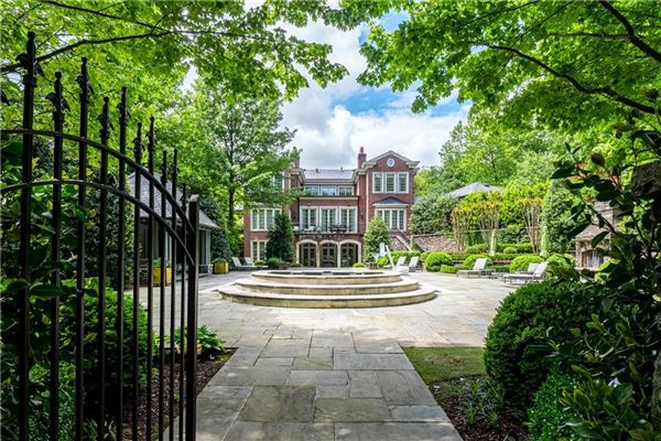 Luxury homes in Beautifully renovated Tuxedo Park home