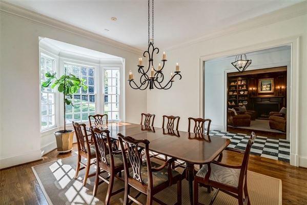 Luxury real estate Beautifully manicured 1+/- acre estate