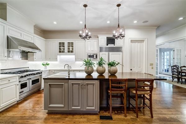 Luxury properties Beautifully manicured 1+/- acre estate