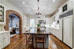 Mansions Beautifully manicured 1+/- acre estate