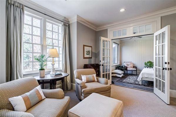 Beautifully manicured 1+/- acre estate luxury real estate