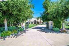 Immaculate Gated Vineyard Estate mansions