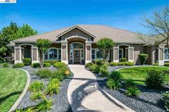 Mansions in Immaculate Gated Vineyard Estate