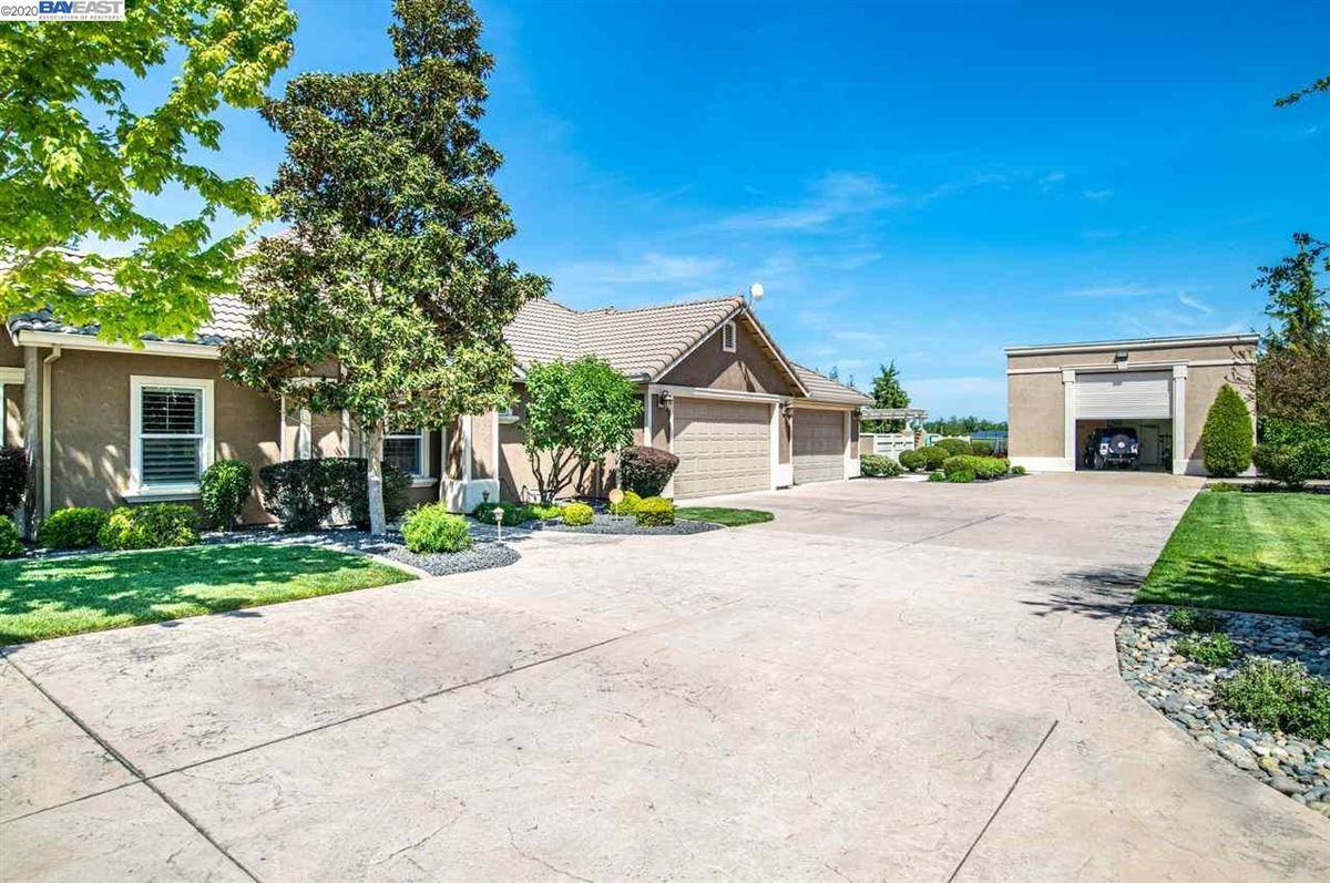 Immaculate Gated Vineyard Estate luxury homes