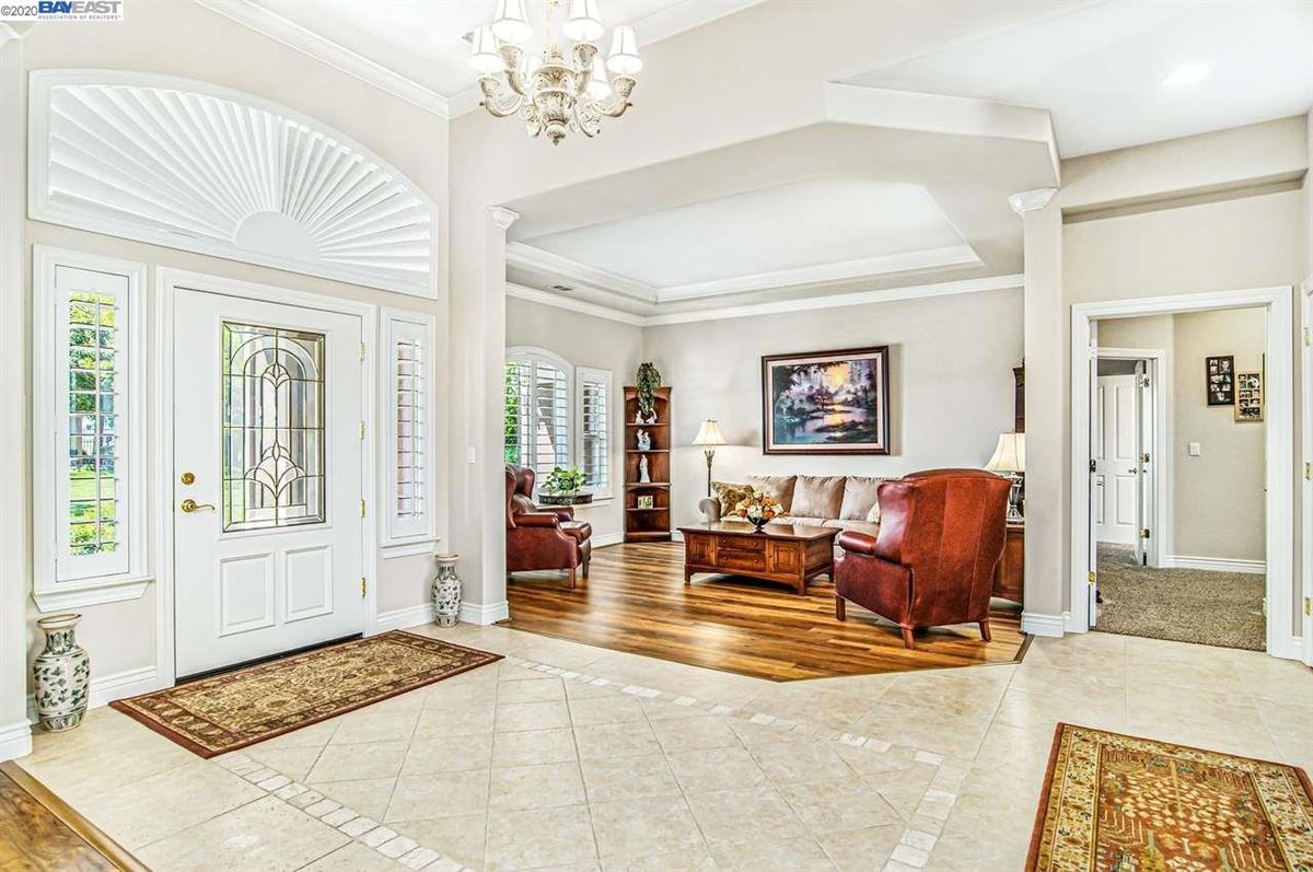 Luxury properties Immaculate Gated Vineyard Estate