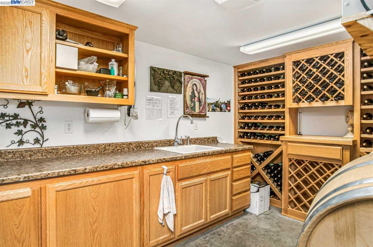 Immaculate Gated Vineyard Estate luxury properties