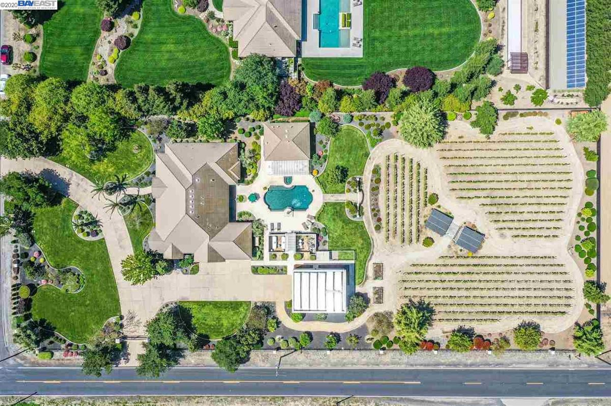 Mansions Immaculate Gated Vineyard Estate