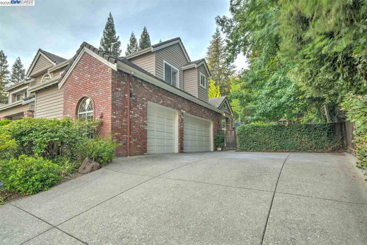 Mansions stunning home in a quiet, picturesque neighborhood