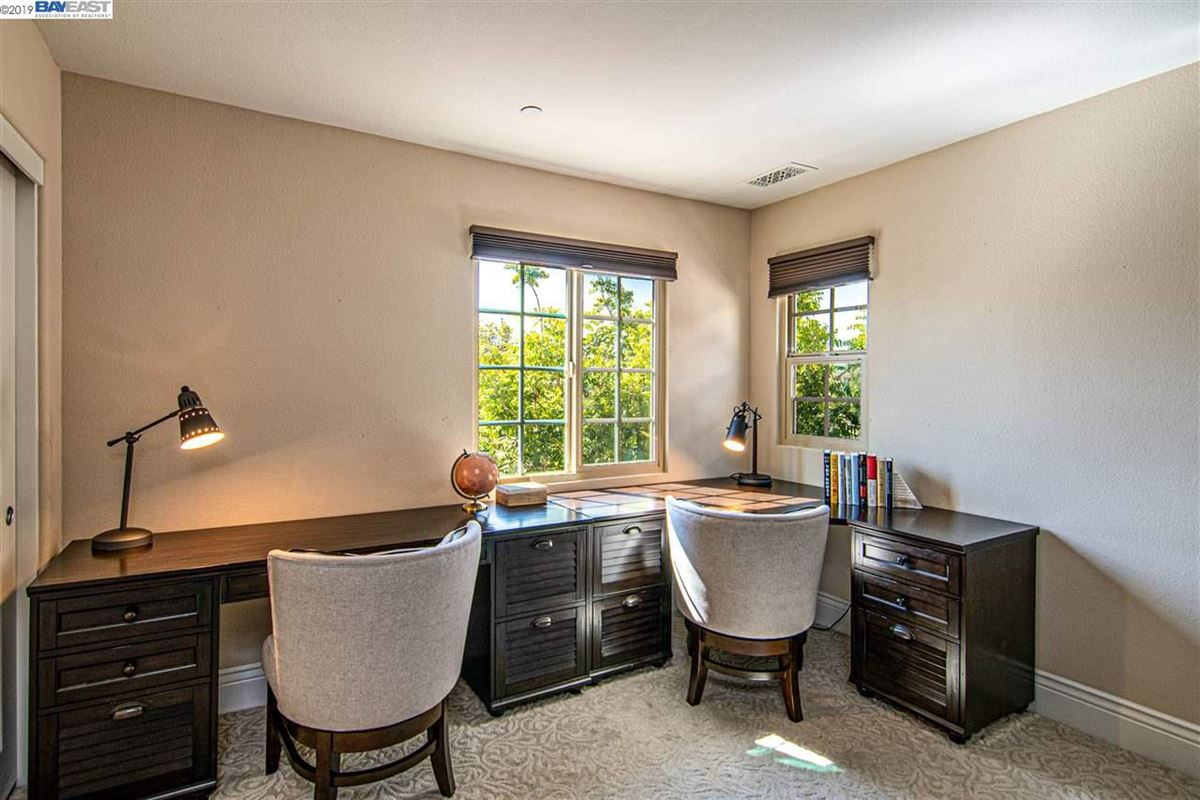 Luxury homes in stunning home in milpitas