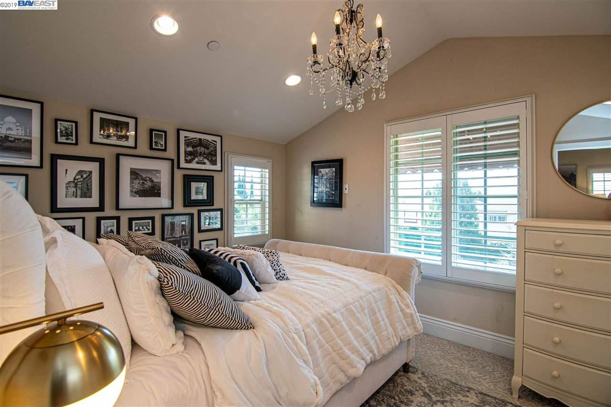 Luxury homes stunning home in milpitas