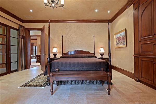 Mansions custom stunner on nearly 10 acres