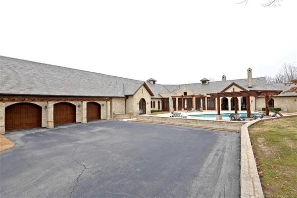 Luxury homes custom stunner on nearly 10 acres