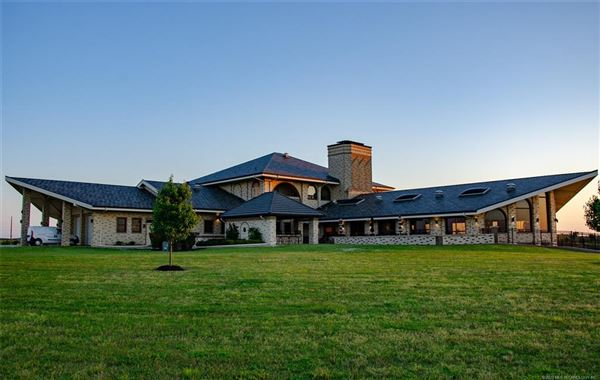 exquisite home on 28 acres luxury homes