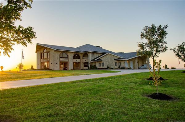 Luxury homes in exquisite home on 28 acres
