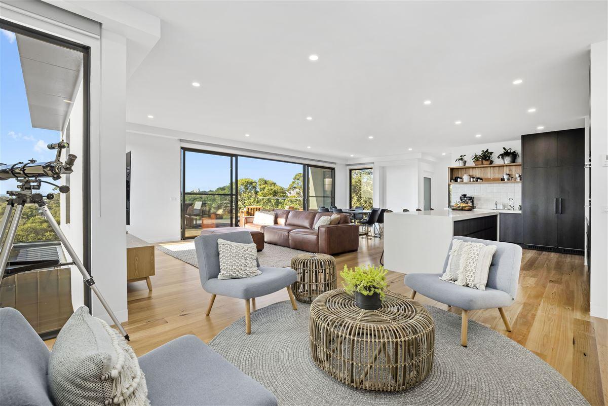 modern seaside masterpiece luxury homes