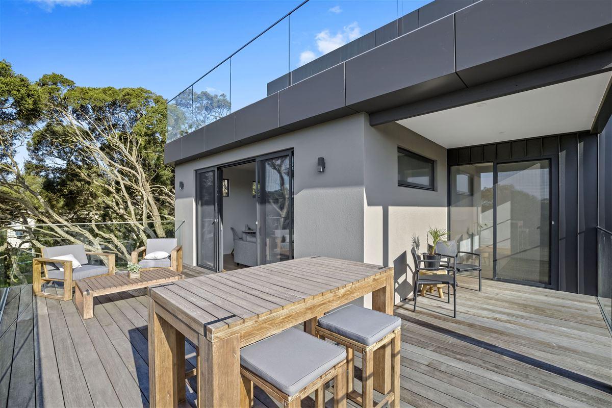 Mansions modern seaside masterpiece