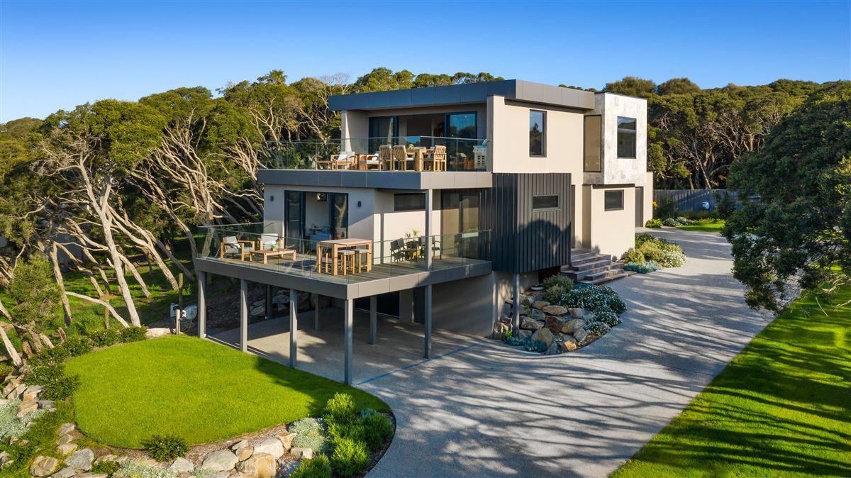 Luxury properties modern seaside masterpiece