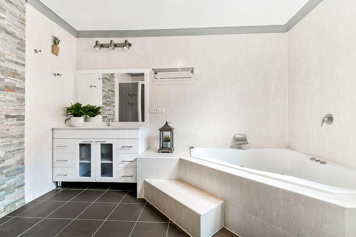 charming single level cottage luxury homes